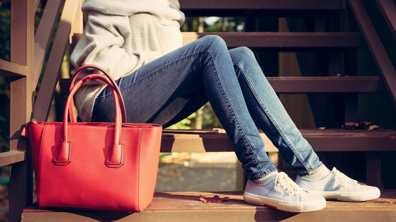 Jeśli zmoknie, nigdy nie susz torebki skórzanej na grzejniku /©123RF/PICSEL