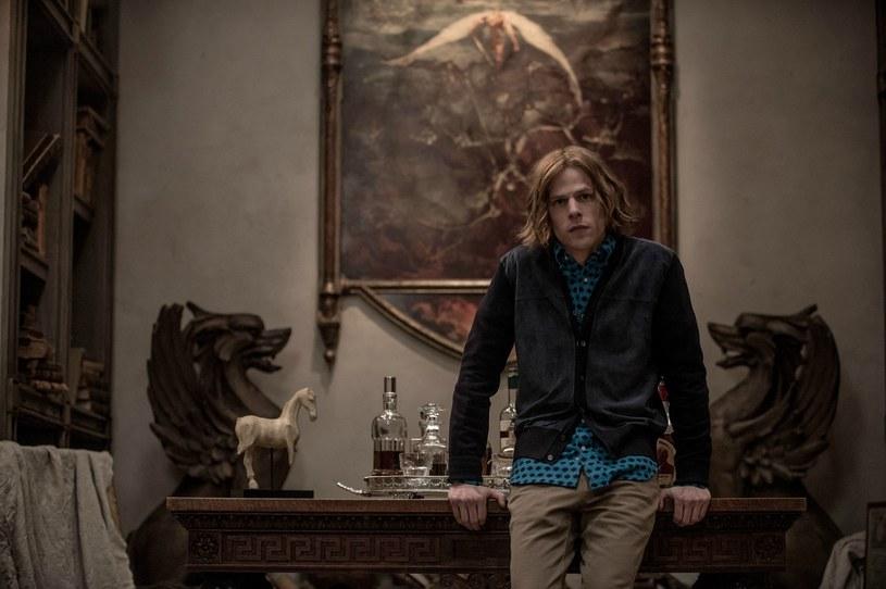 """Jesse Eisenberg jako Lex Luthor. Złota Malina była odpowiednią """"nagrodą"""" za kreację aktora /materiały prasowe"""