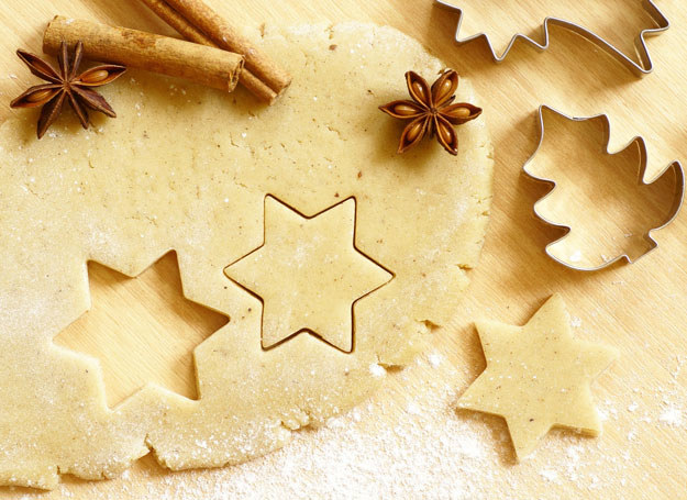 Jest 23 grudnia,a ty nadal nie masz ciasteczek? Nie wpadaj w panikę, kruche ciastka można upiec w kilka chwil /©123RF/PICSEL
