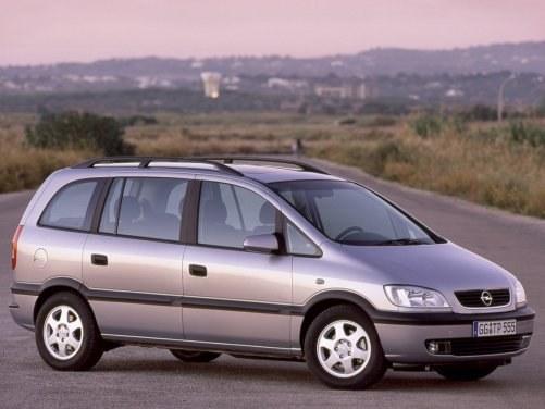 Jest o klasę większa, ale w jej gamie także brakuje dobrego diesla. /Opel