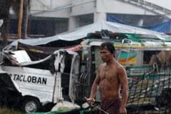 Jest pomoc dla Filipin, ale zbliża się kolejne niebezpieczeństwo