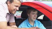Jest za młody na kierowcę!