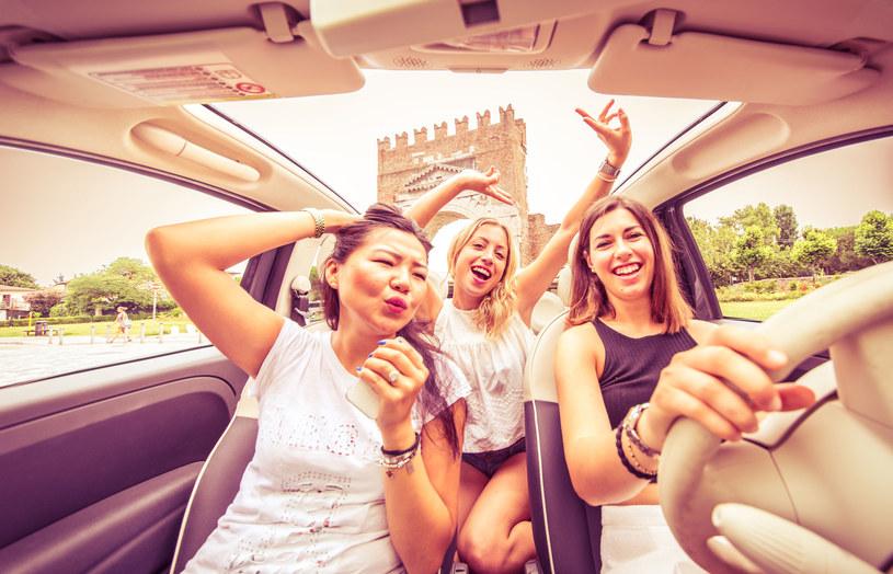Jesteś singielką? Spędź walentyki w ciepłym kraju w towarzystwie przyjaciółek! /123RF/PICSEL