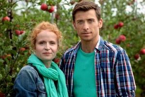 Jeszcze nie wiadomo, kiedy ślub Marka z Ewą, bo różni ludzie rzucają im kłody pod nogi /Marta Gostkiewicz /MTL Maxfilm