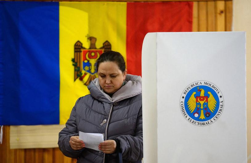 Jeżeli żaden z kandydatów nie zdobędzie większości głosów, to 13 listopada odbędzie się wyborcza dogrywka /AFP