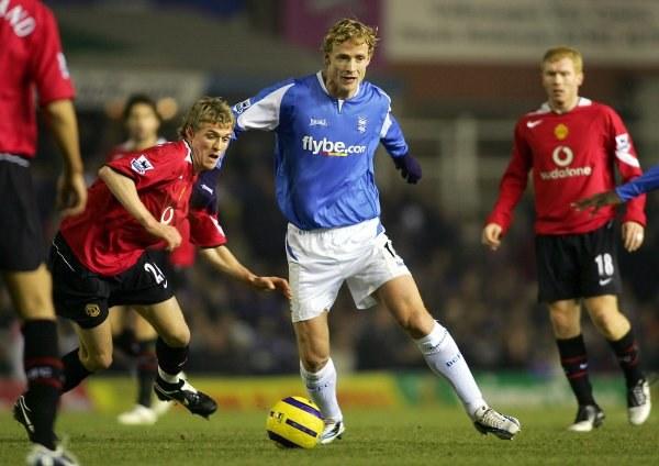 Jiri Jarosik (w niebieskiej koszulce) ostatni sezon spędził w Birmingham /AFP