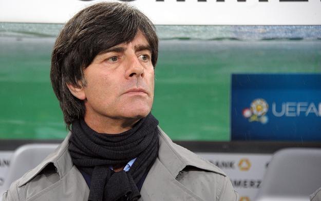 Joachim Loew (na zdjęciu) sporo drużyn zalicza do grona faworytów /AFP