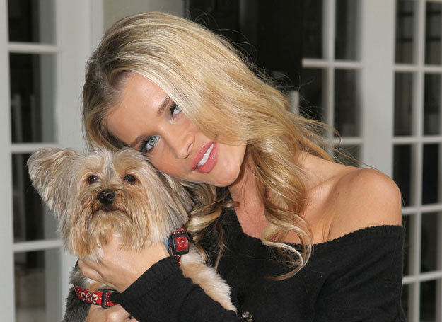 Joanna Krupa angażuje się w obronę praw zwierząt /Getty Images/Flash Press Media