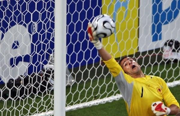Joao Ricardo nie dał się zakoczyć Meksykanom /AFP