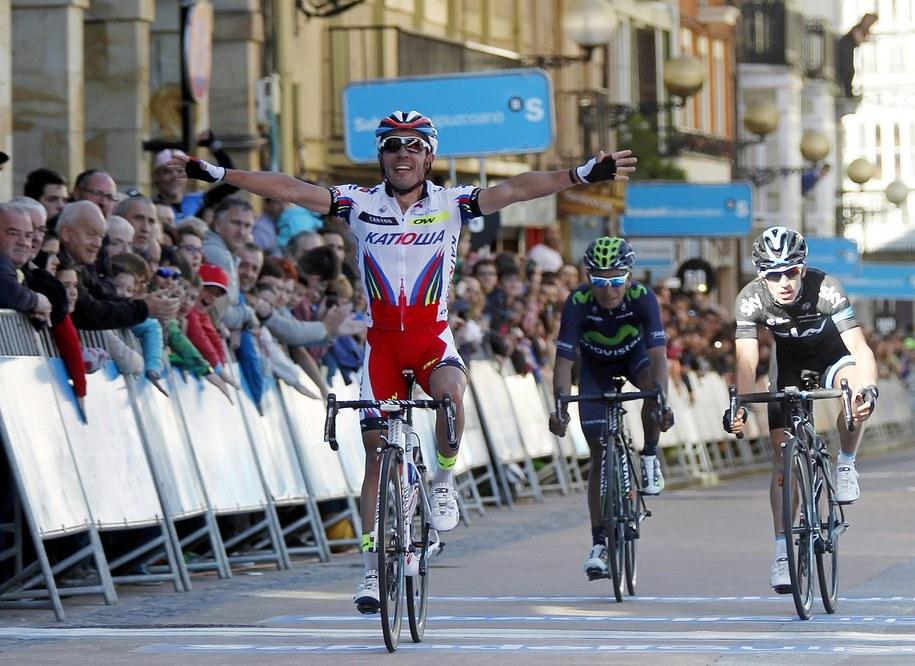 Joaquim Rodriguez na mecie 3. etapu /JAVIER ETXEZARRETA /PAP/EPA