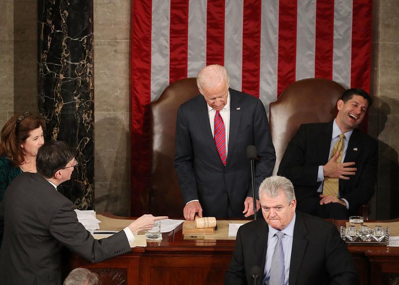 Joe Biden (D) i Paul Ryan (R) w Kongresie. System dwupartyjny służy im obu /AFP