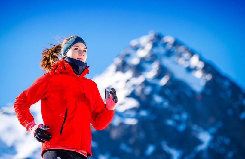 Jogging zimą ma coraz więcej fanów /123RF/PICSEL