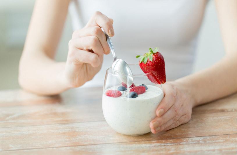 """Jogurty typu """"light"""" zastąp naturalnymi, pełnotłustymi /123RF/PICSEL"""