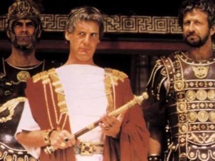 "John Cleese, Michael Palin i  Graham Chapman w filmie ""Żywot Briana"" /Ananova"