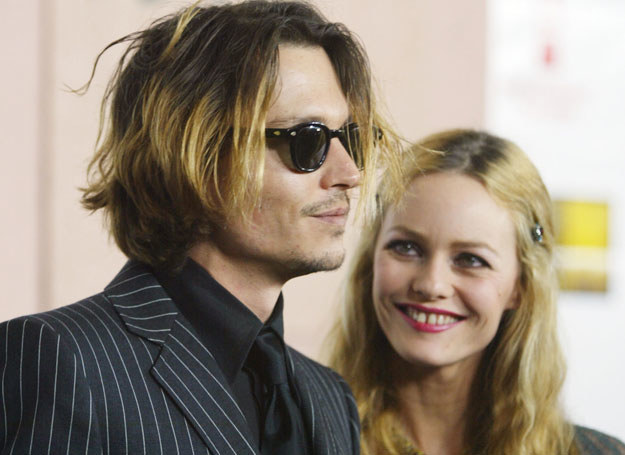 Johnny Depp i Vanessa Paradis w 2004 roku /Getty Images