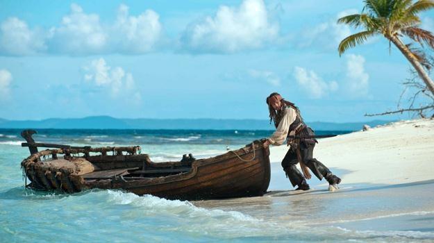 """Johnny Depp w filmie """"Piraci z Karaibów: Na nieznanych wodach"""" /materiały dystrybutora"""
