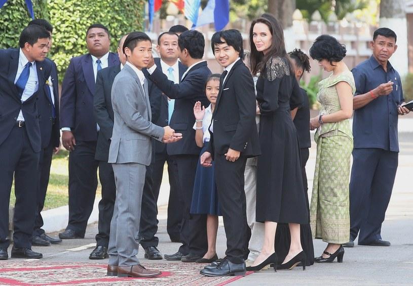 Jolie z rodziną /East News