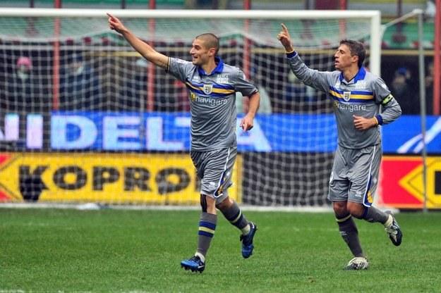 Jorge Crespo (z prawej) i Antonio Candreva fetują gola strzelonego Fiorentinie. /AFP