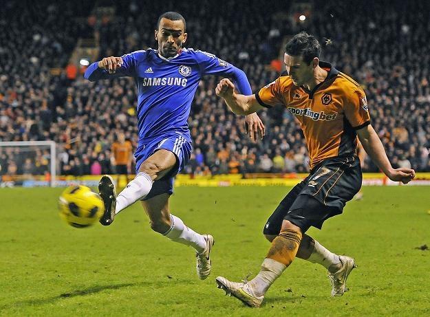 Jose Bosingwa (z lewej) z Chelsea w pojedynku z Mattem Jarvisem z Wolves /AFP