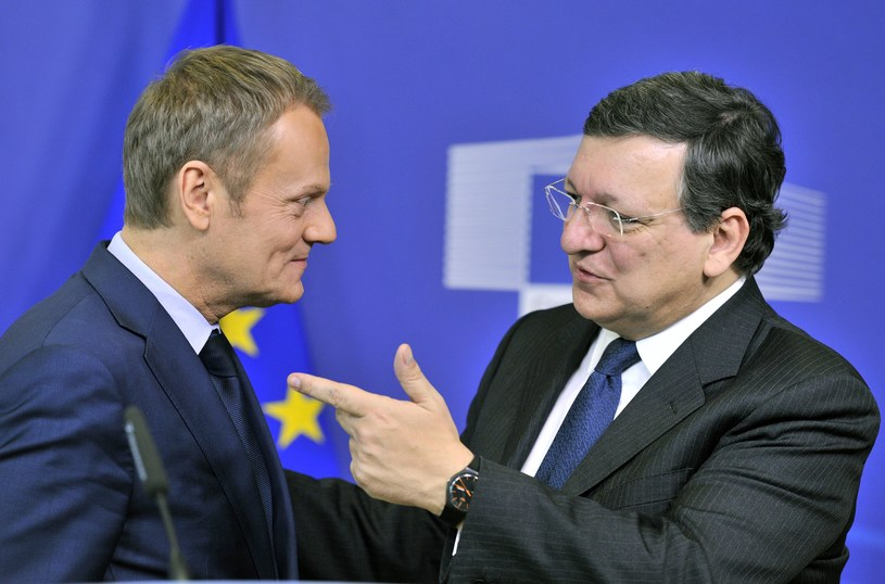 Jose Manuel Barroso (R) i Donald Tusk (L) /AFP