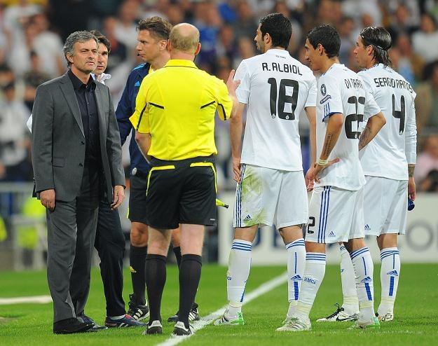 Jose Mourinho, gdy przegrywa, wszędzie węszy spisek /AFP