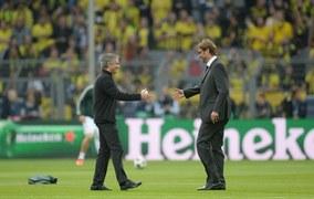 Jose Mourinho i Juergen Klopp tuż przed meczem na Signal-Iduna-Park