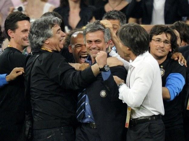 Jose Mourinho już dwa razy zagrał na nosie piłkarskiemu światu wygrywając LM z Porto i Interem /AFP
