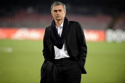 Jose Mourinho po meczu w Neapolu. /AFP