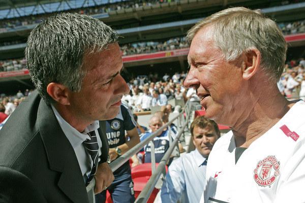 Jose Mourinho (z lewej) w towarzystwie Sir Aleksa Fergusona /AFP