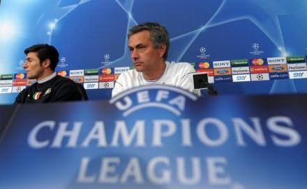 Jose Mourinho (z prawej) /AFP