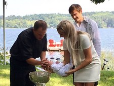 Josh Archibald wykorzystał Puchar Stanleya jako chrzcielnicę dla syna