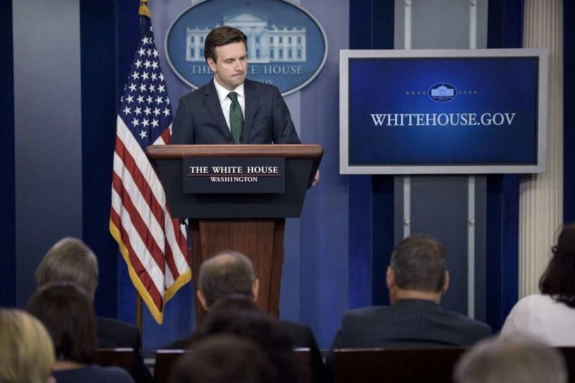 Josh Earnest - rzecznik Białego Domu /AFP