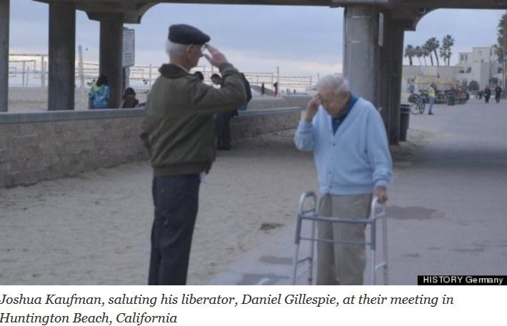 Joshua Kaufman (z lewej) salutuje przed swoim wybawcą. Fot: Huffington Post /