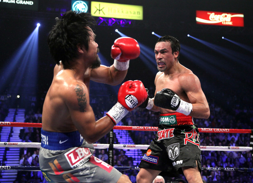 Juan Manuel Marquez (z prawej) znokautował Manny'ego Pacquiao /AFP