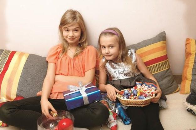 Julia i jej siostra Oliwia wolą nie kręcić się po kuchni przed świętami. Ich zadaniem jest dekorowanie domu i przygotowanie prezentów. /AKPA POLSKA PRESS Sp.z o.o.