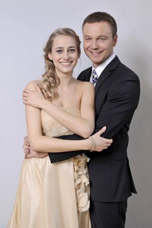 Julia (Julia Rosnowska) i Janek (Krystian Wieczorek) wreszcie otwarcie wyznają sobie miłość! /fot  /Agencja W. Impact