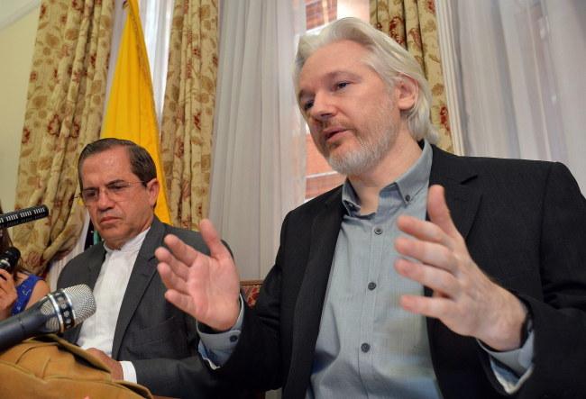 Julian Assange /JOHN STILLWELL /PAP/EPA