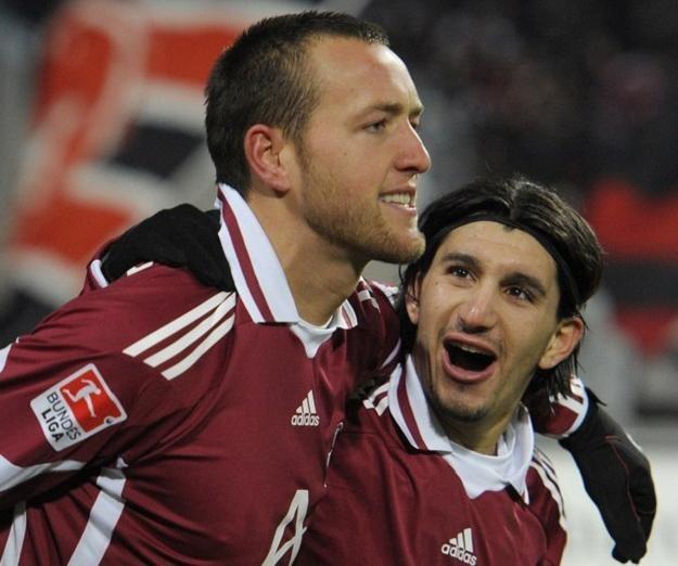 Julian Schieber (z lewej) i Almog Cohen strzelili gole dla Norymbergi /AFP