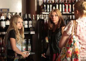 Julka uważa, że ma prawo pić alkohol jak jej matka /  /Polsat