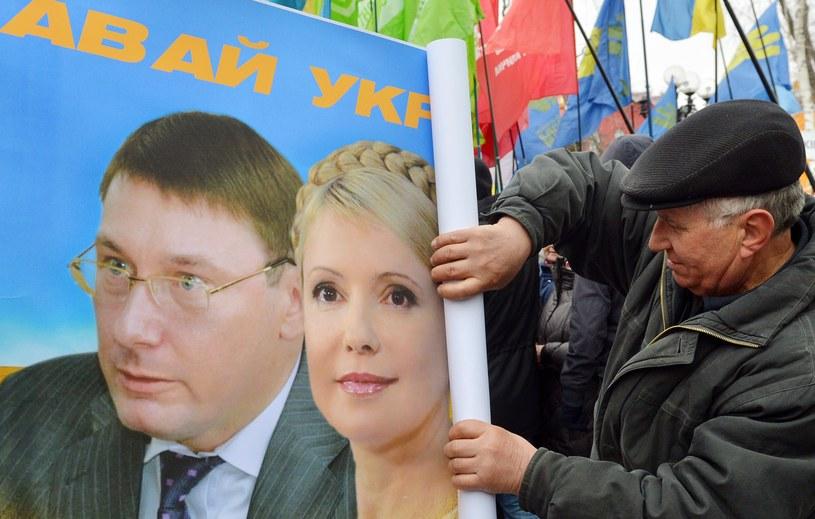 Jurij Łucenko i Julia Tymoszenko na opozycyjnym plakacie /AFP