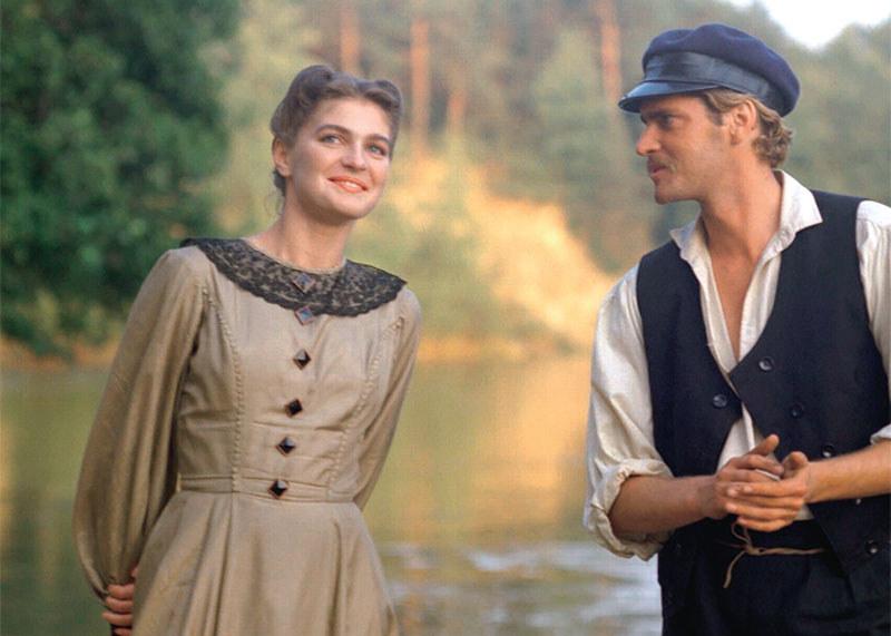 Justyna (Iwona Katarzyna Pawlak) pokochała Jana (Adam Marjański) za jego szczerość, przywiązanie do tradycji i miłość do Polski. On widział w niej ucieleśnienie dobroci /Świat Seriali