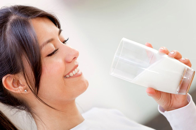 Już nasze babcie i prababcie wiedziały, że drożdże z mlekiem są prostym sposobem na zdrowie i urodę /©123RF/PICSEL