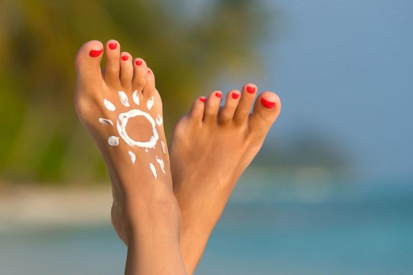 Już niedługo czas na sandały, zadbaj więc w porę o stopy /©123RF/PICSEL