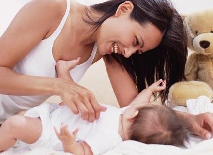 Już od pierwszych dni życia dziecko próbuje się z tobą skontaktować