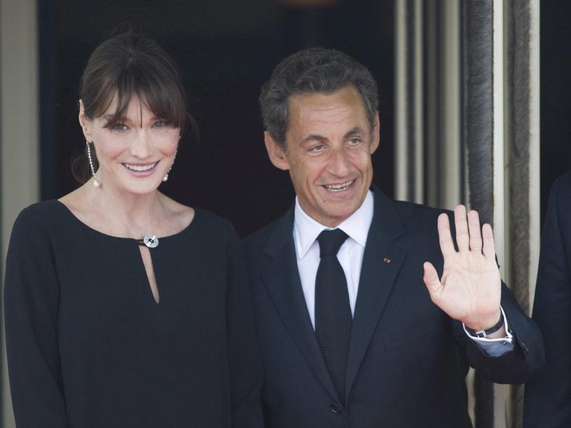 Już od początku znajomości Carli Bruni i Nicolasa Sarkozy'ego ich związek budził wiele emocji  /Getty Images/Flash Press Media