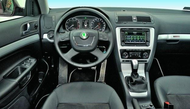 Kabina Scouta prezentuje dobrą jakość i wzorową ergonomię, typową dla samochodów Skody. /Motor