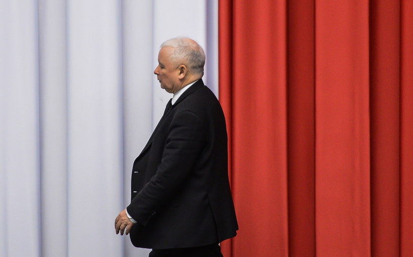 """""""Kaczyński powinien się go pozbyć, bo stał się obciążeniem dla PiS"""" /Jakub Kamiński   /PAP"""