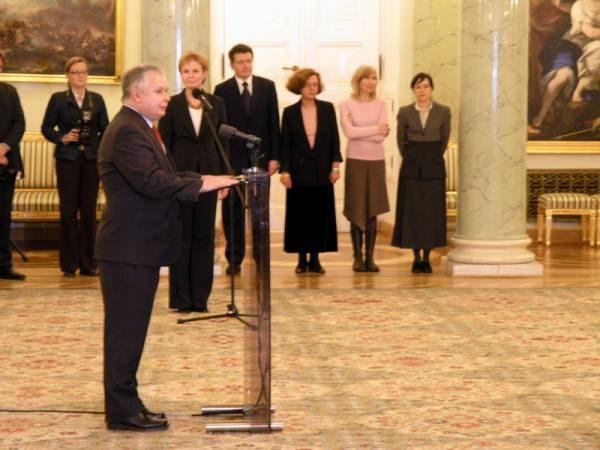 Kaczyński wręczył ministerialne nominacje członkom swojej ekipy /INTERIA.PL