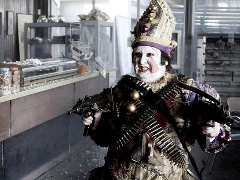 """Kadr z filmu """"Hiszpańsk cyrk"""" (Balada triste de trompeta)  reż. Álex de la Iglesia  /materiały prasowe"""