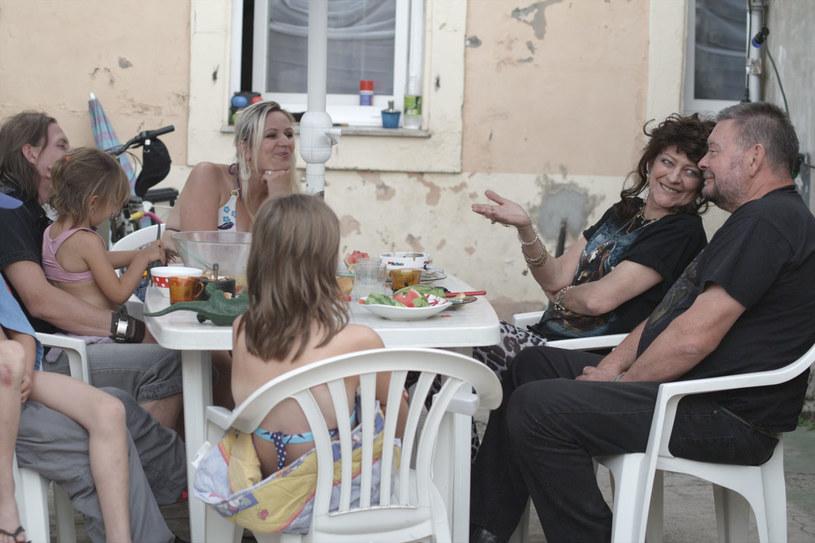"""Kadr z filmu """"Party girl"""" /materiały prasowe"""